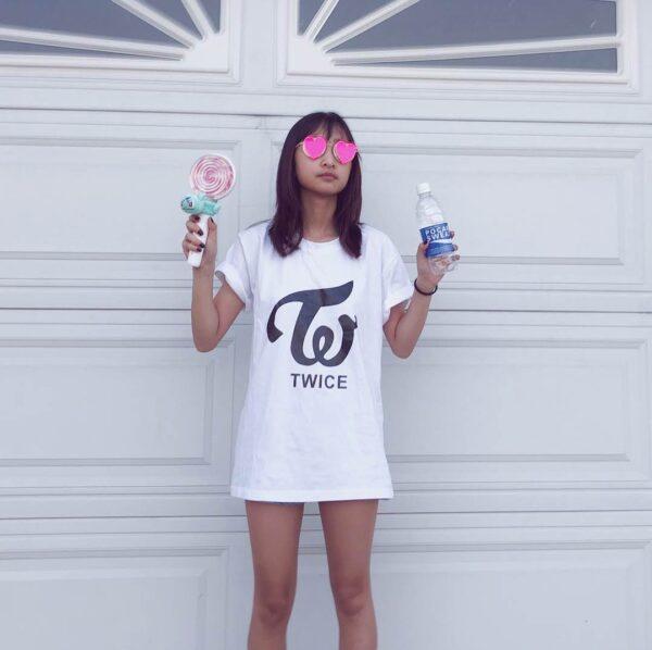T-shirt TWICE en blanc